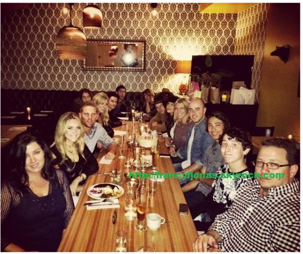 Twitter- Frankie Jonas family dinner