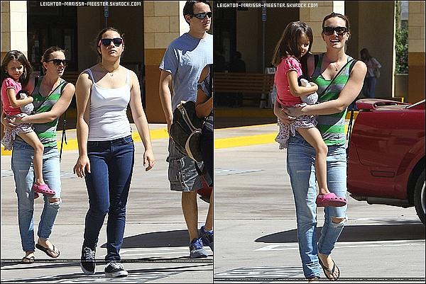 27/05/2013 Leighton Meester accompagnée de son boyfriend Adam Brody en sortie a Los Angeles.