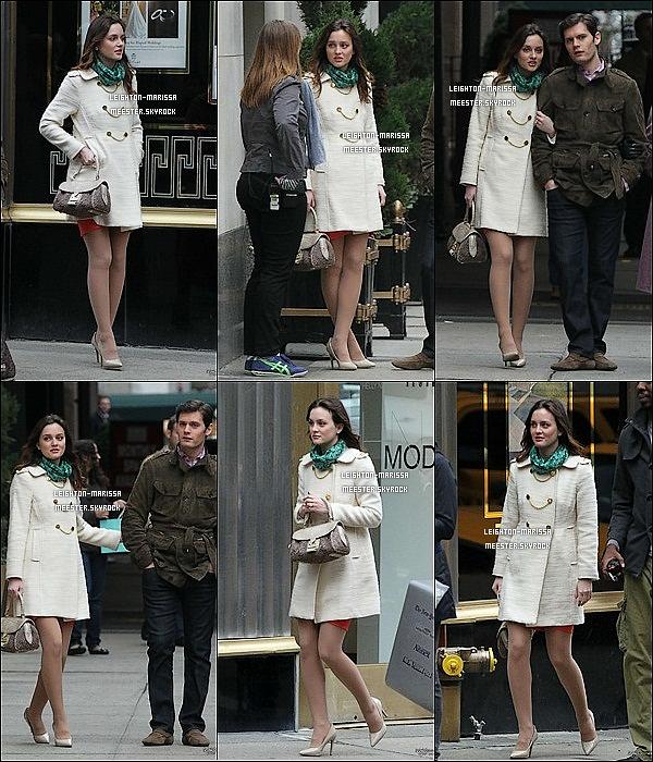 _  22/02/11_ Leighton M. et le français sur le tournage de Gossip Girl, avec ENCORE un nouveau manteau pour Blair. 24/02/11_  Leighton sur le set de Gossip Girl bien loins des beaux quartiers.66. Attention, l'heure est grave ... Quand Jessica Z. se met au style extravagant de Leighton, ( voir ) ça donne une horreur à voir absolument.?_ ( voir )    _