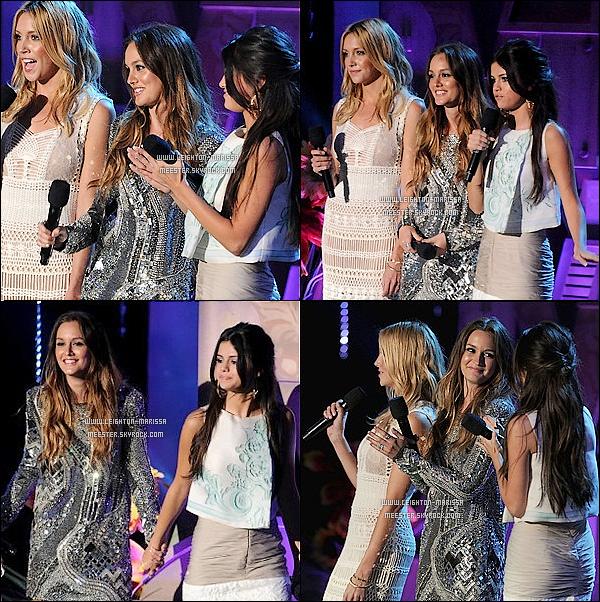 _ _ 05/06/11__Leighton Meest. lors de la cérémonie des « MTV Movie Awards 2011 »  à Los Angeles. Photos de l'evenement + Behind The Scene et Zoom Make Up  ci-dessous.___. Tenue a jeter ou à garder ?   _  Promo pour  « Monte Carlo »  oblige, c'est avec Selena Gomez et Katie Cassidy  que Leighton M. a donner un prix lors de la cérémonie. Coté récompense la belle n'a rien gagner même malgré 3 nominations, elle s'est néanmoins fait remarquer, avec sa tenue qui d'après la presse américaine, la plus belle de toute la cérémonie ! _