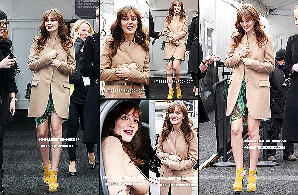 Rattrapage des candids de Leighton Meester , du mois de Février 2012 ( Deuxième partie ) !14/02/12 : Radieuse, nôtres Leighton se promenait dans les rues New-Yorkaises accompagnée d'inconnus.