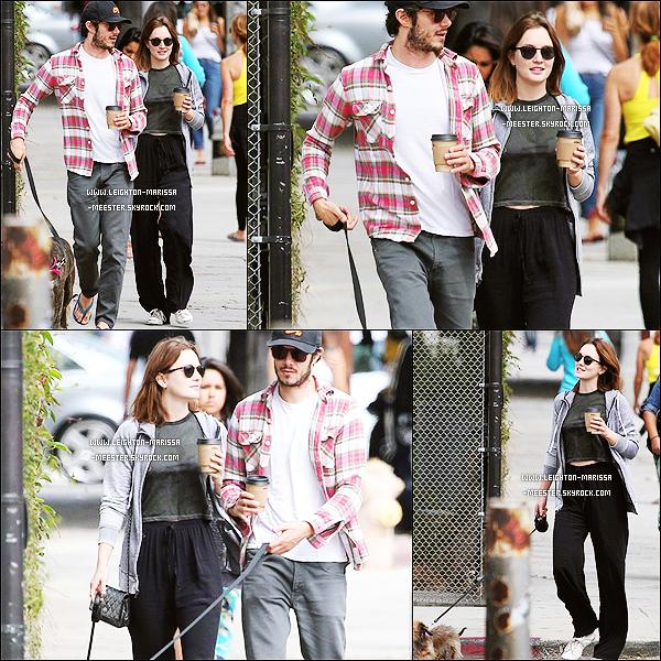 07/08/13 Lei' aux côtés de son boyfriend Adam Brody promenant leurs chiens dans Los Angeles !Leight' & Adam se sont rencontrés sur le tournage de « The Orange » et ont officialisés leur relation janvier 2013 !   [/alig fen]