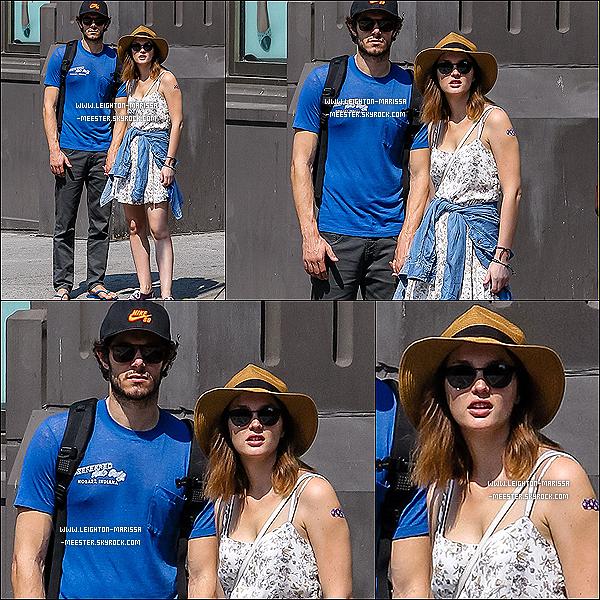 12/09/13  Lei' et son petit ami Adam Brody photographiés dans les rues de New York !Leighton est à New York pour le tournage de son dernier film « Like Sunday, Like Rain » ![/alig fen]