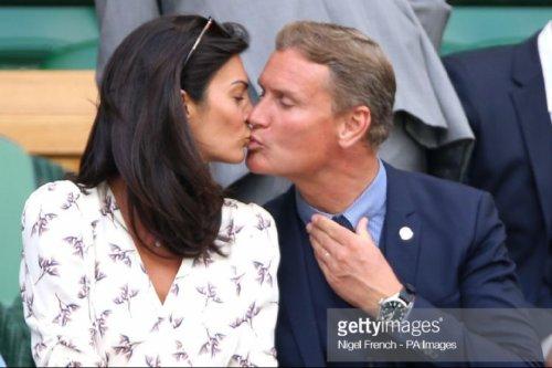 Baiser entre David et Karen