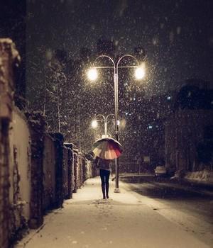 • « Conserve bien tes souvenirs, c'est l'une des rares choses que le temps n'emporte pas avec lui. » •