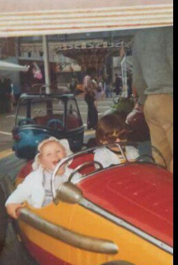 Fête foraine de pâques Montivilliers 1990 (rare). La fête foraine était installer sur la place de la caisse d'épargne actuellement. Sur les photo un manège enfantin un pouss pousse et un manege d'auto tamponneuse