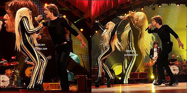 *15 décembre 2012 :Gaga a chanté « Gimme Shelter » avec les Stones, puis est allée apprécier le concert.   *