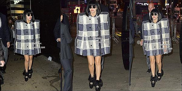 Gaga était présente a l'émision  Good Morning America elle a performer APPLAUSE.