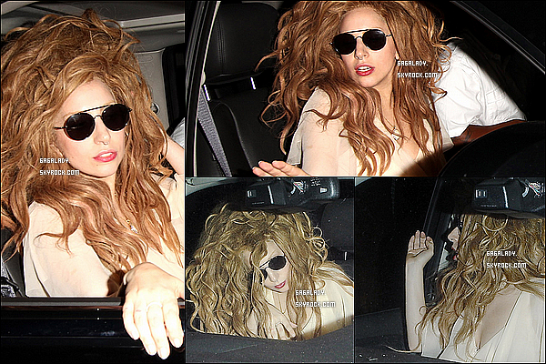 Le 23 septembre , Lady Gaga à été aperçu sortant du restaurant Craig's à West Hollywood.