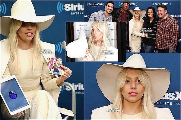 08.11.2013 - Lady Gaga arrivant a son appartement à New-York  , très simple et avec le sourire TOP !Gaga a la radio Sirius XM pour la promotion de ARTPOP qui est disponible en France (Lundi). Qu'en penses-tu de sa tenue ?