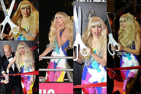 """14.11.2013 - Gaga à l'inauguration d'un nouveau magasin H&M à New-York, très simple et coloré GROS TOP !Pour rappel Gaga et H&M sont maintenant en collaboration les magasins (monde) vendrons """"ARTPOP"""". Qu'en penses-tu de sa tenue ?"""