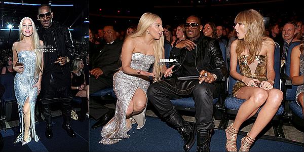 24.11.2013 - Lady Gaga a la cérémonie des American Music Award (salle), elle est magnifique !  Puis Lady Gaga quittant la cérémonie des AMA's un gros top pour ses deux tenues. Vous pensez quoi de cette tenue(s) ?