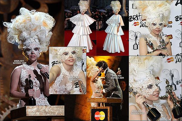 En 2010, Lady Gaga a la cérémonie des Brit Awards on peux voir une gaga très excentrique gros TOP! Lady Gaga au début était très excentrique je vous propose une cérémonie ou on peux voir une gaga plus que jamais excentrique.