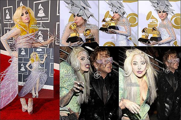 En 2010, Lady Gaga a la cérémonie des Grammy Awards on peux voir une gaga très excentrique gros TOP! J'aime beaucoup cette cérémonie on peux voir une gaga dans une superbe robe puis une performance parfaite avec Elton John.