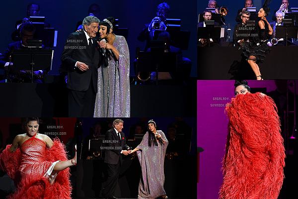 31.12.2014 - Lady Gaga et Tonny ont donner leur deuxième concert du Cheek To Cheek Tour à Las Vegas.   Lady Gaga est juste magnifique et heureuse. Beaucoup de tenues sont au rendez-vous surtout des robes. J'aime beaucoup!