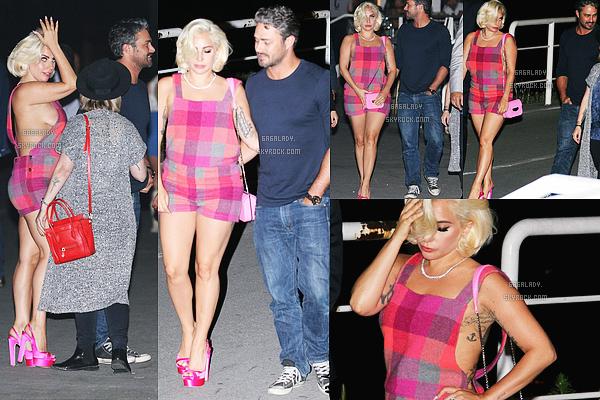 02.06.2015 - La belle Stefani Germanotta arrivant à Belgrade en Serbie pour rejoindre son fiancé. TOP!    Gaga est magnifique. Elle va profiter de son fiancé qui est en tournage pour un nouveau film. Et après Gaga partira à Londres.