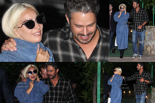 03.06.2015 - La belle blonde Lady Gaga sortant d'un restaurant avec son amoureux à Belgrade, TOP!     J'adore son maquillage par contre son grand manteau j'aime pas trop. Elle est très souriante, j'aime cette Lady Gaga!