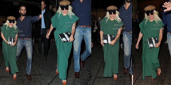07.06.2015 - Lady Gaga aperçue arrivant à Londres dans la même tenue que en Serbie. Petit TOP!   + Lady Gaga toujours aujourd'hui sortant de son hôtel à Londres. Un gros top pour cette tenue, j'adore je suis complètement fan!
