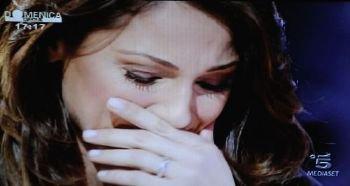 Anna fond en larmes