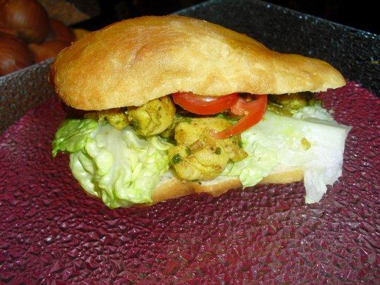 Bokit Maison       (hamburger créole)