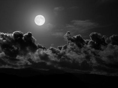 Lune nuagée