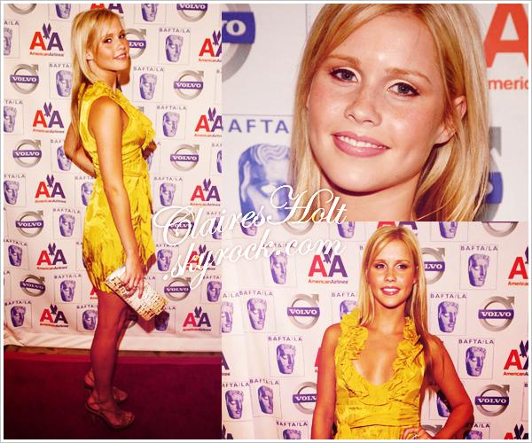 . FLASHBACK - Le 10 janvier 2009, Claire était à une soirée organisée par BAFTA à Los Angeles. Miss Holt portait une très belle robe jaune assorti à un make-up simple. Tu aimes ? .