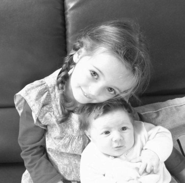 Faustine et Léonie --> Mes Nièces