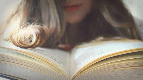 """"""" Si vous voulez que vos enfants soient intelligents lisez leur des contes de fees.  Si vous voulez qu'ils soient encore plus intelligents, lisez leur encore plus de contes de fees. """""""