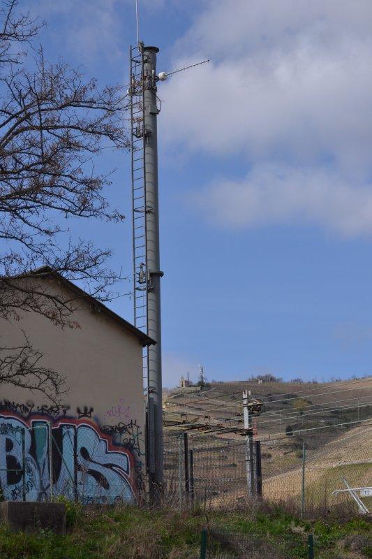 Les antennes relais à côté des vignes d'Hermitage et d'une chapelle classée on les enlève, les antennes relais à côté des lotissements on les installe!!!