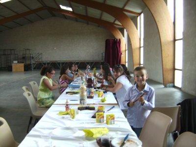 la table des enfants apres le repas ou au millieu je ne sai pas lol
