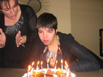 ma puce morgane qui souffle sa 16 eme bougies avec betty mon amie que morgane adore