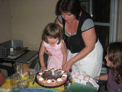vanessa souffle les bougies de ses 3 ans