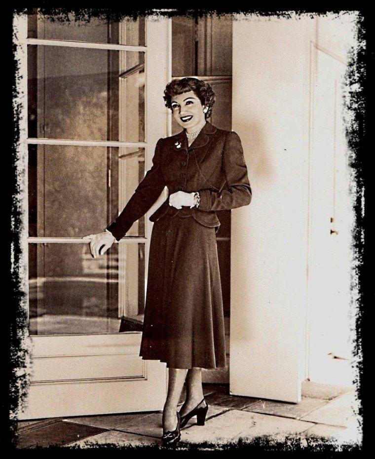 Claudette COLBERT (taille 1 m 64)