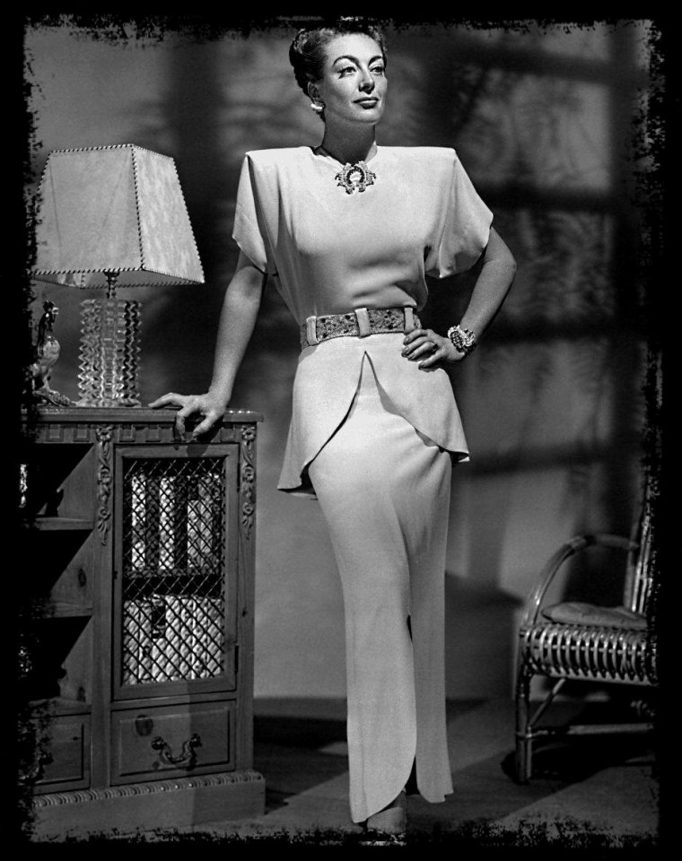 Joan CRAWFORD (taille 1 m 60)