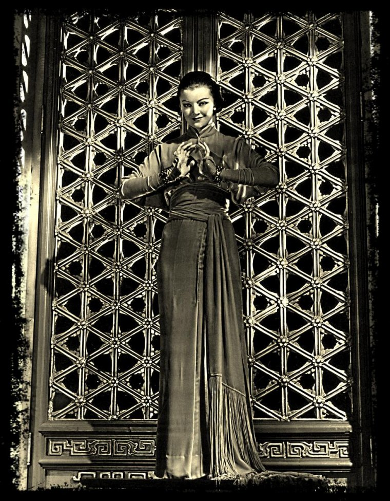 Myrna LOY (taille 1 m 68)