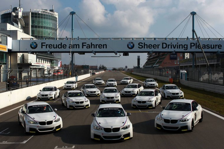 BMW M235i Racing f22