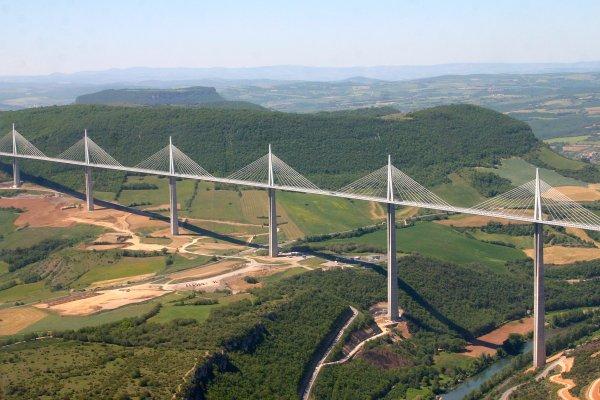 🎨 Le viaduc de Millau est plus haut que la tour Eiffel 🎨
