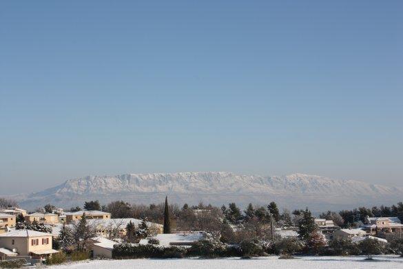 manteau blanc sur la montagne Sainte Victoire