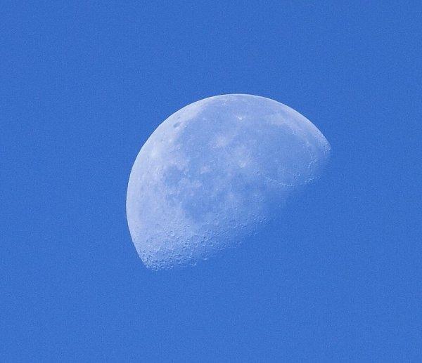 Lune en plein jour