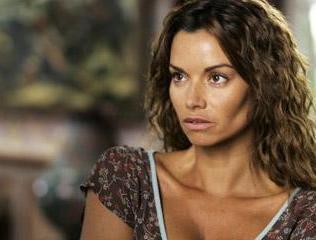 """En 2005, Ingrid Chauvin est Marie Kermeur dans la saga de l'été """"Dolmen""""..."""