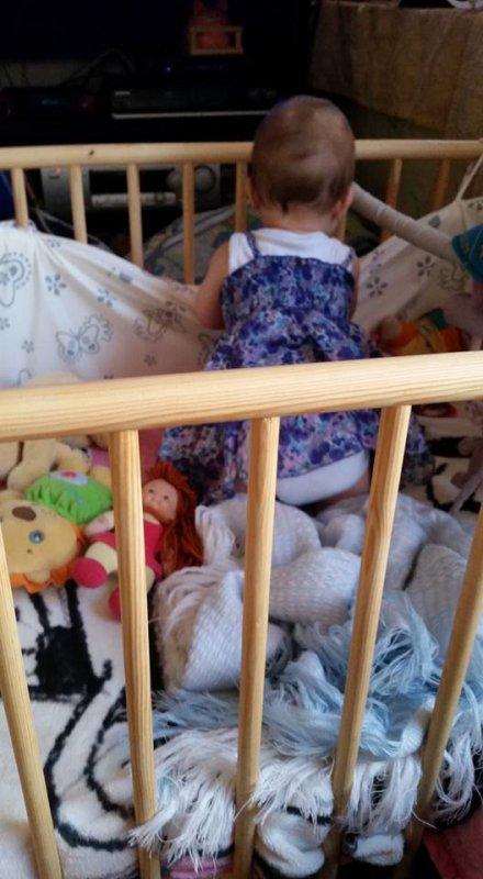 bebe commence a vouloir se mettre debout ;) aout 2015