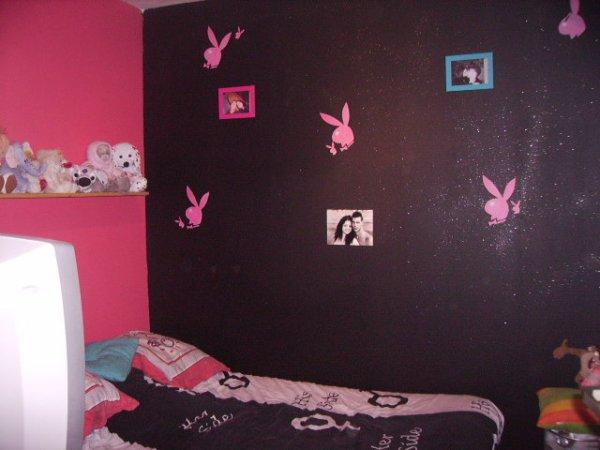 apres 1jour et demi de travail voila nouvele couleur de la chambre de ma cherie rose et noir avec deco playboy petite touche perso de ma cherie - Chambre Rose Et Noir