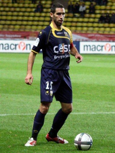 Fabien Laurenti le lateral de l'ACA sera suspendu contre Valenciennes pour un coude involontaire -_-'