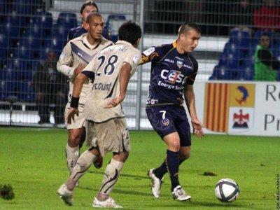 Apres une saison et demi passer au club Benjamin Psaume s'en va a Troyes