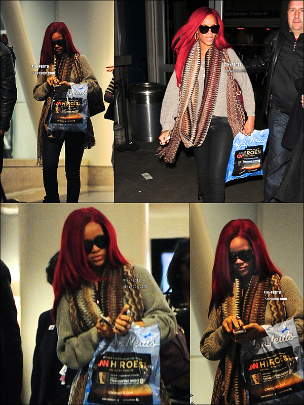 """Le 17 Novembre 2010 Rihanna à l'aéroport """"JFK"""" à New York ."""