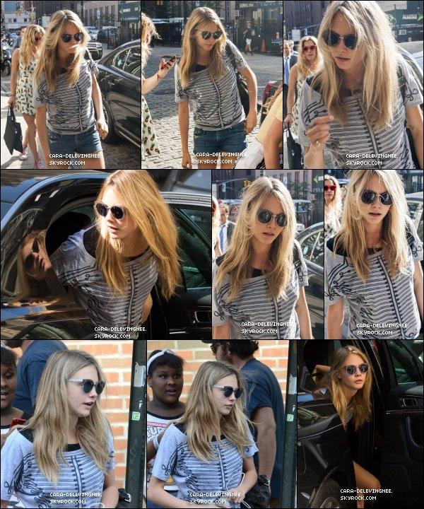 ••• CANDIDS ,le 18 juin, Cara à été vue se baladant à New York.