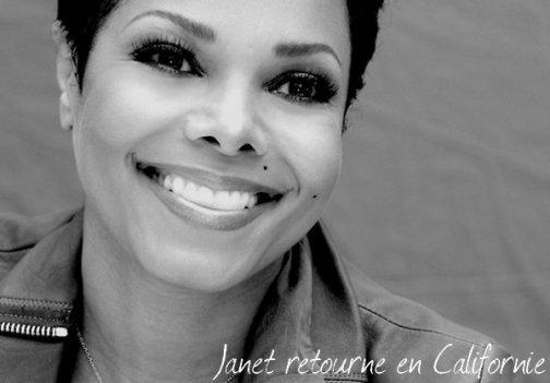 Janet quitte l'Australie pour rejoindre sa famille en Californie pour le procès