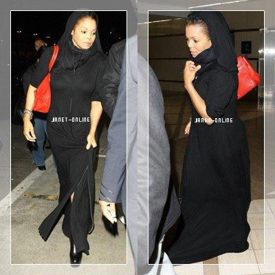 Janet à l'aéroport