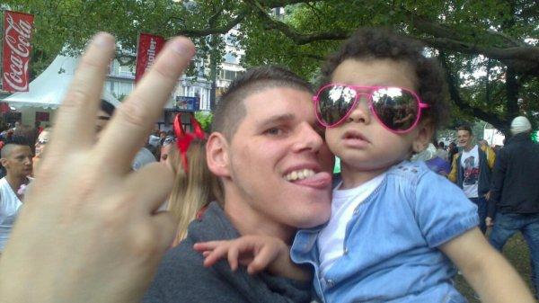 la petite princesse Chelsea et son oncle Romu
