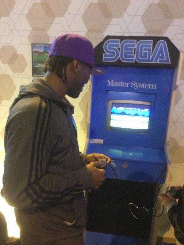 Au salon du jeux Video Versailles dédicace a christophe manette arcade à l'ancienne